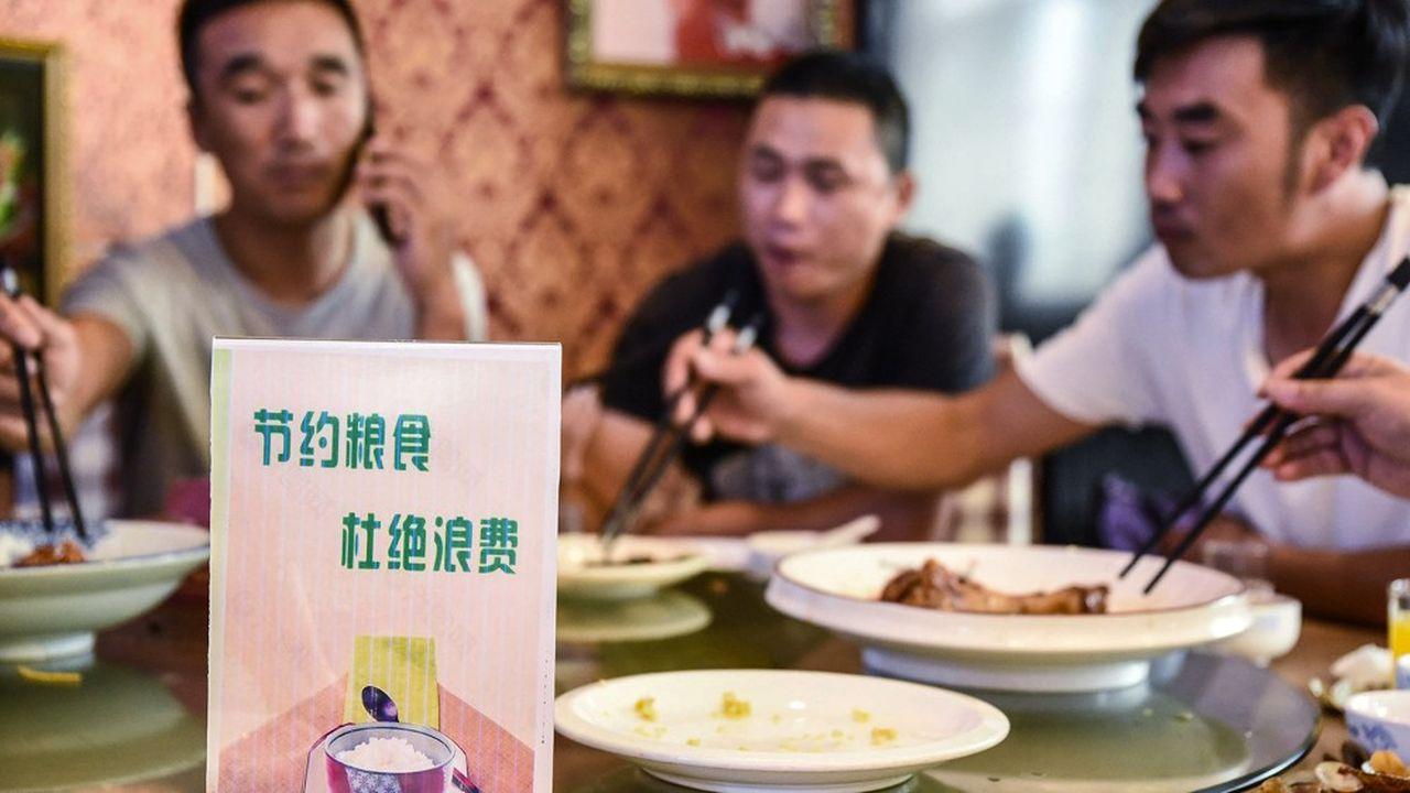 Les restaurateurs sont également invités à offrir sur leurs menus la possibilité de commander des portions réduites, voire des demi-portions.