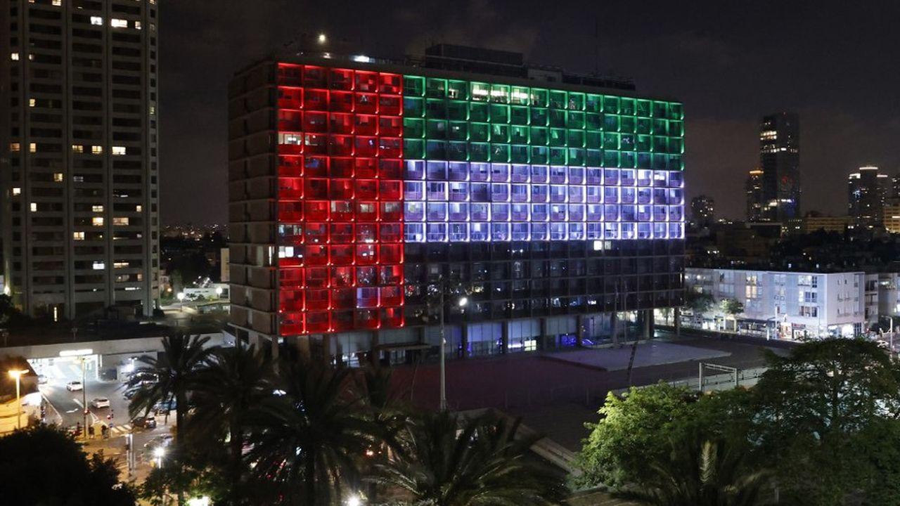 L'Hôtel de ville de Tel Aviv s'est mis aux couleurs des Emirats jeudi 13août après l'annonce de l'accord