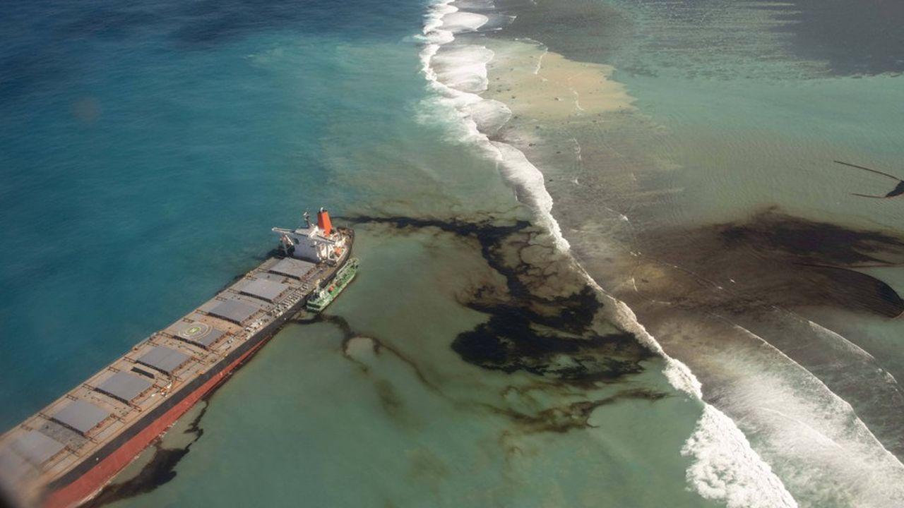«Nous restons vigilants quant au devenir de l'épave et à l'impact sur nos côtes», a indiqué Sébastien Lecornu, le ministre des Outre-Mer.