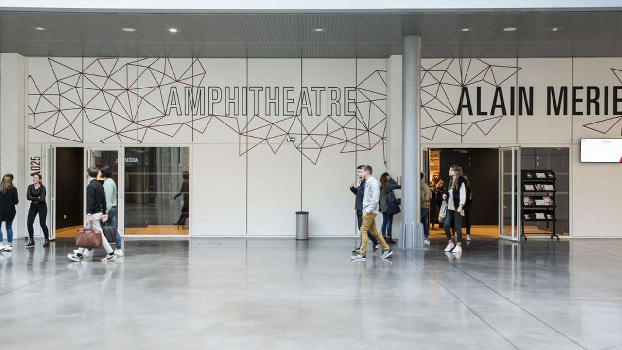 Toutes les universités devront rouvrir leurs portes pour accueillir le «plus grand nombre d'étudiants» à la rentrée.
