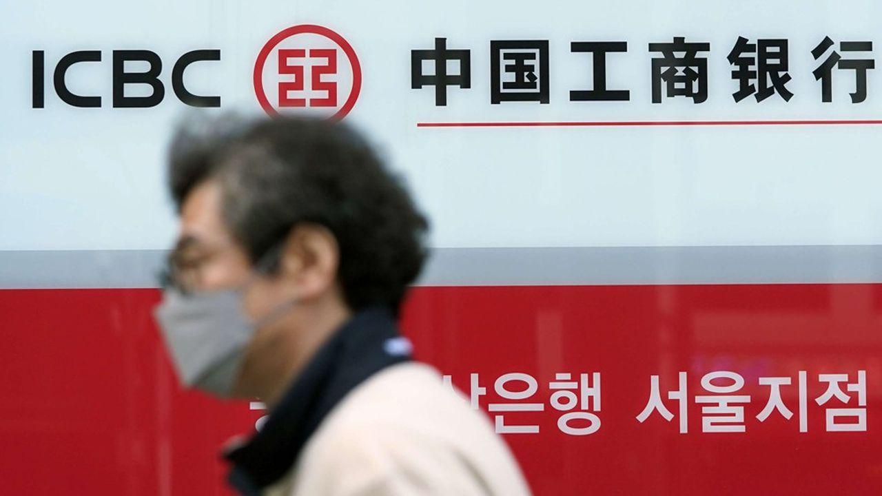 Les grandes banques publiques chinoises, dont ICBC, ont vu leurs profits chuter de près de 28%, à 224,5 milliards de yuans (27,3 milliards d'euros), au deuxième trimestre.