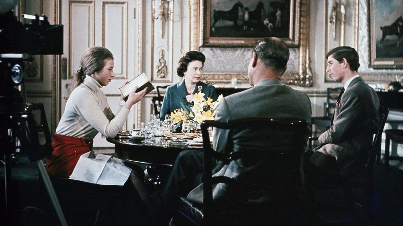Les Windsor photographiés pendant le tournage du documentaire emblématique exclusif de la BBC de 1968 «Royal Family».