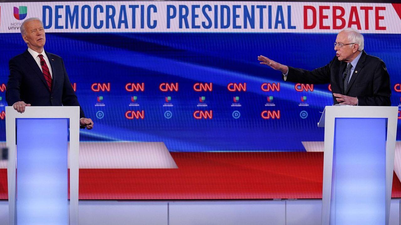 Joe Biden, à gauche, et Bernie Sanders, à droite, participant à un débat des primaires démocrates à Washington, le 15mars 2020.