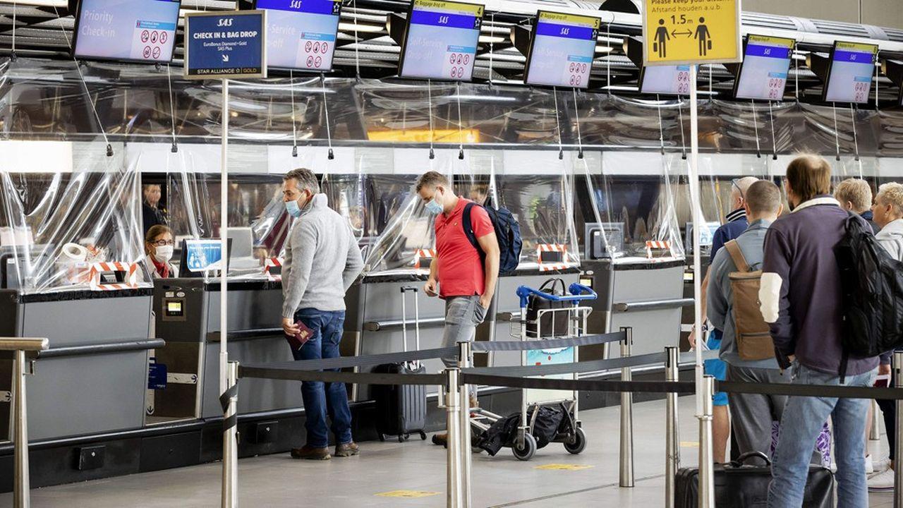 Le rebond des cas de contamination et les incertitudes pesant sur les déplacements en Europe ont eu raison des espoirs de reprise des compagnies aériennes.