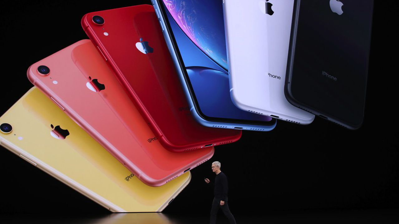 Tim Cook, le successeur de Steve Jobs à la tête de la firme, est devenu début août milliardaire, la majorité de sa fortune provient de son stock d'actions Apple.