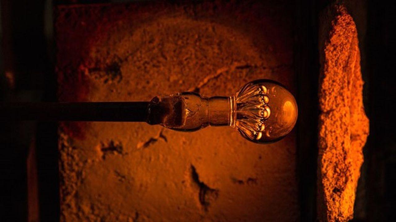 Les Verreries de Bréhat fabriquent des lustres en verre, des poignées de porte, ou encore des boules de rampe d'escalier.