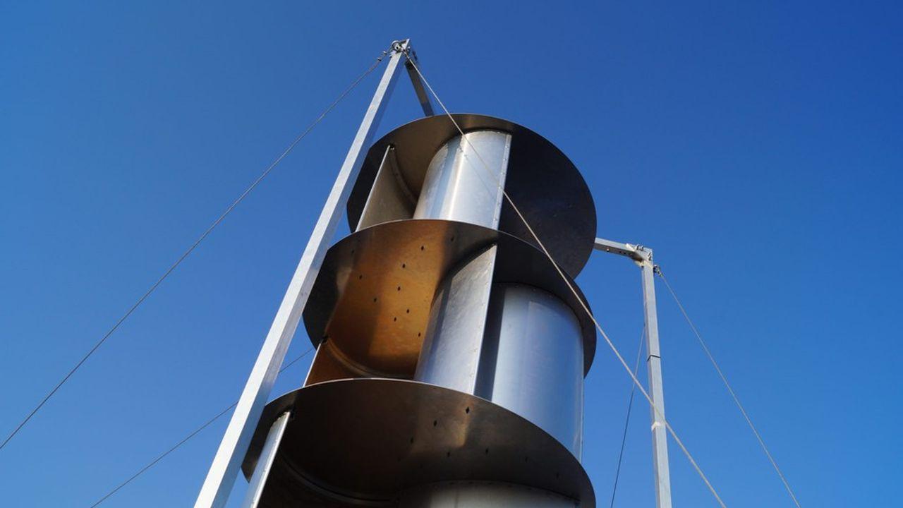 Après un an d'incubation, l'entreprise Unéole est créée en 2014 et le premier prototype de son éolienne low-tech urbaine, l'année suivante.