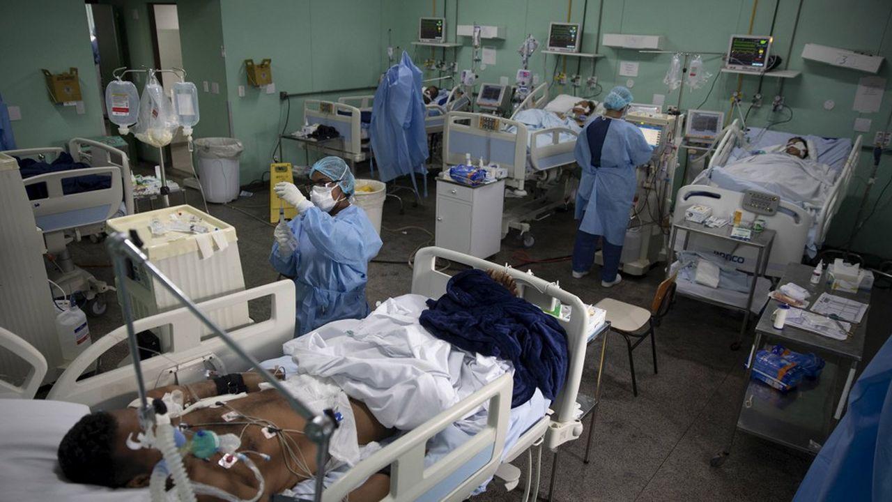 Des pays d'Amérique latine voient leurs unités de soins saturées. Beaucoup manquent de moyens pour accueillir les malades dignement.