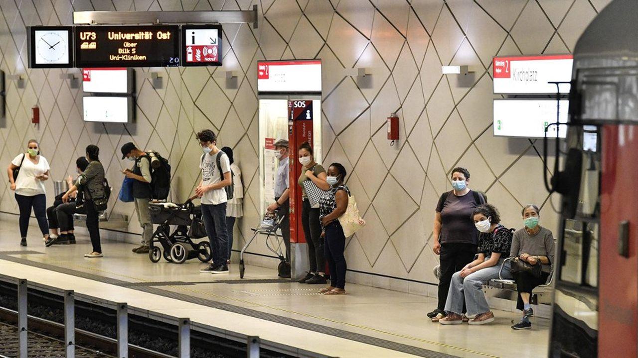 Coronavirus-L'OMS recommande de porter un masque à partir de 12 ans