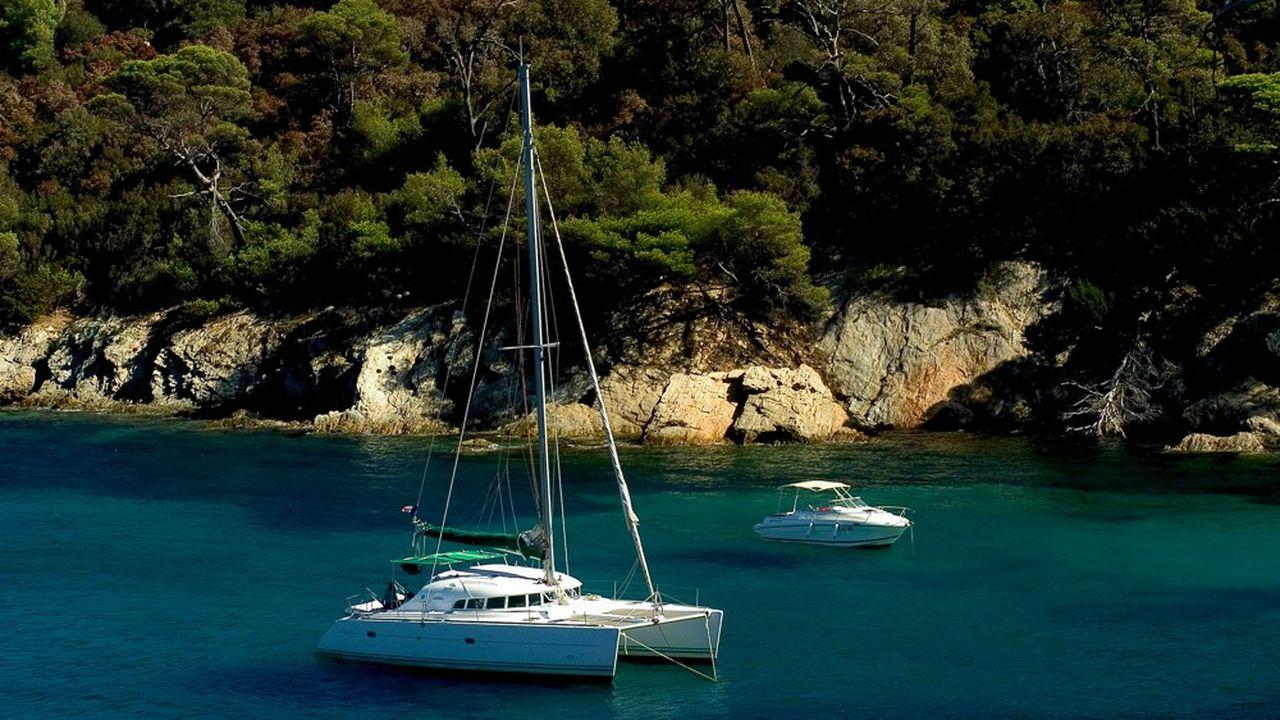 L'amélioration du confort sur les catamarans, désormais comparables à celui d'un hôtel, a largement contribué à l'engouement pour la location de bateau.