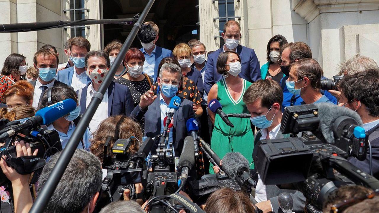 Le 21juillet, des maires écologistes et socialistes se sont réunis à Tours pour poser les bases d'un réseau d'élus locaux commun.