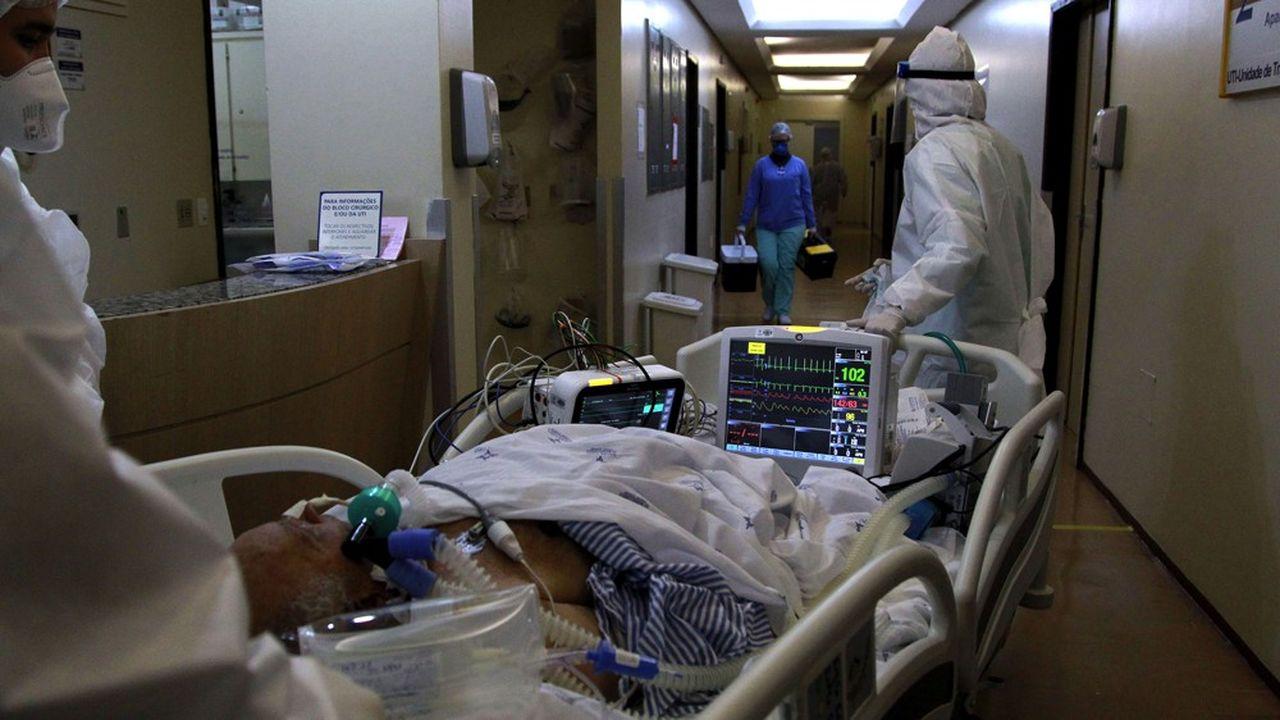 Le Brésil (hôpital Santa Casa de Misericordia à Porto Alegre) et sa devise, le real, ont été particulièrement touchés par la pandémie de la COVID-19