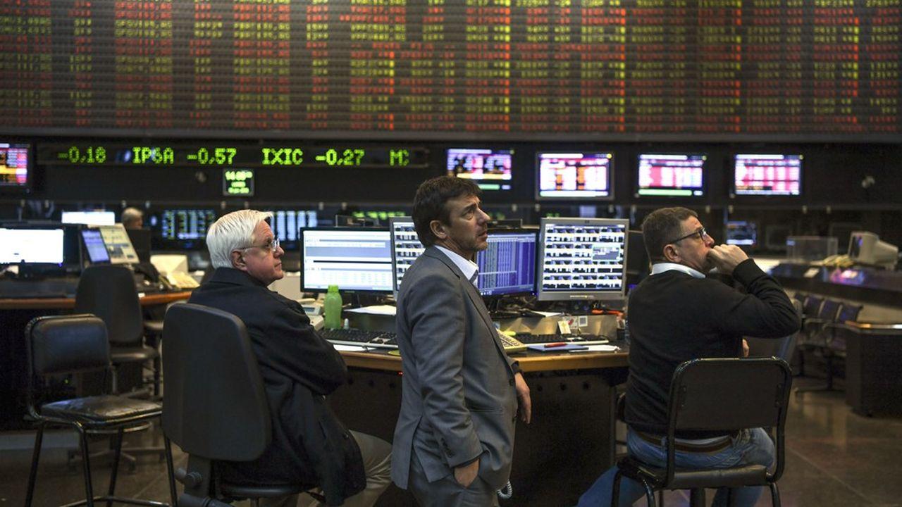 La Bourse de Buenos Aires a baissé plus que d'autres au début de la crise, mais elle s'est mieux reprise, sans que les fondamentaux économiques puissent l'expliquer.