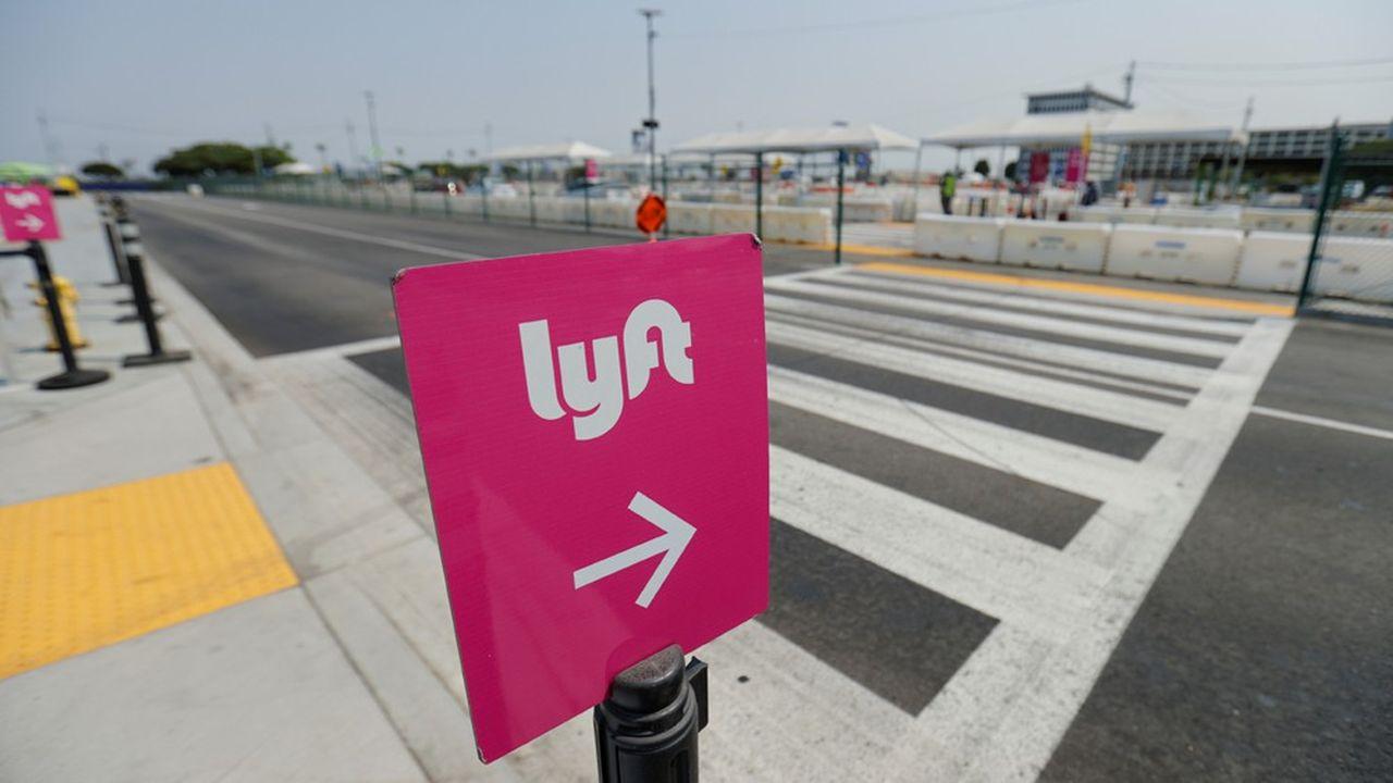 Uber et Lyft craignent les coûts supplémentaires associés au salariat, alors que leur activité a déjà fortement reculé avec le confinement et le travail à domicile et qu'elles peinent à devenir rentables.
