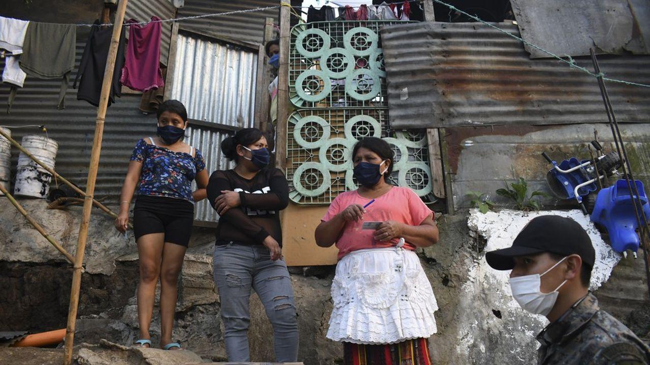 L'OMS recommande de porter un masque à partir de 12 ans
