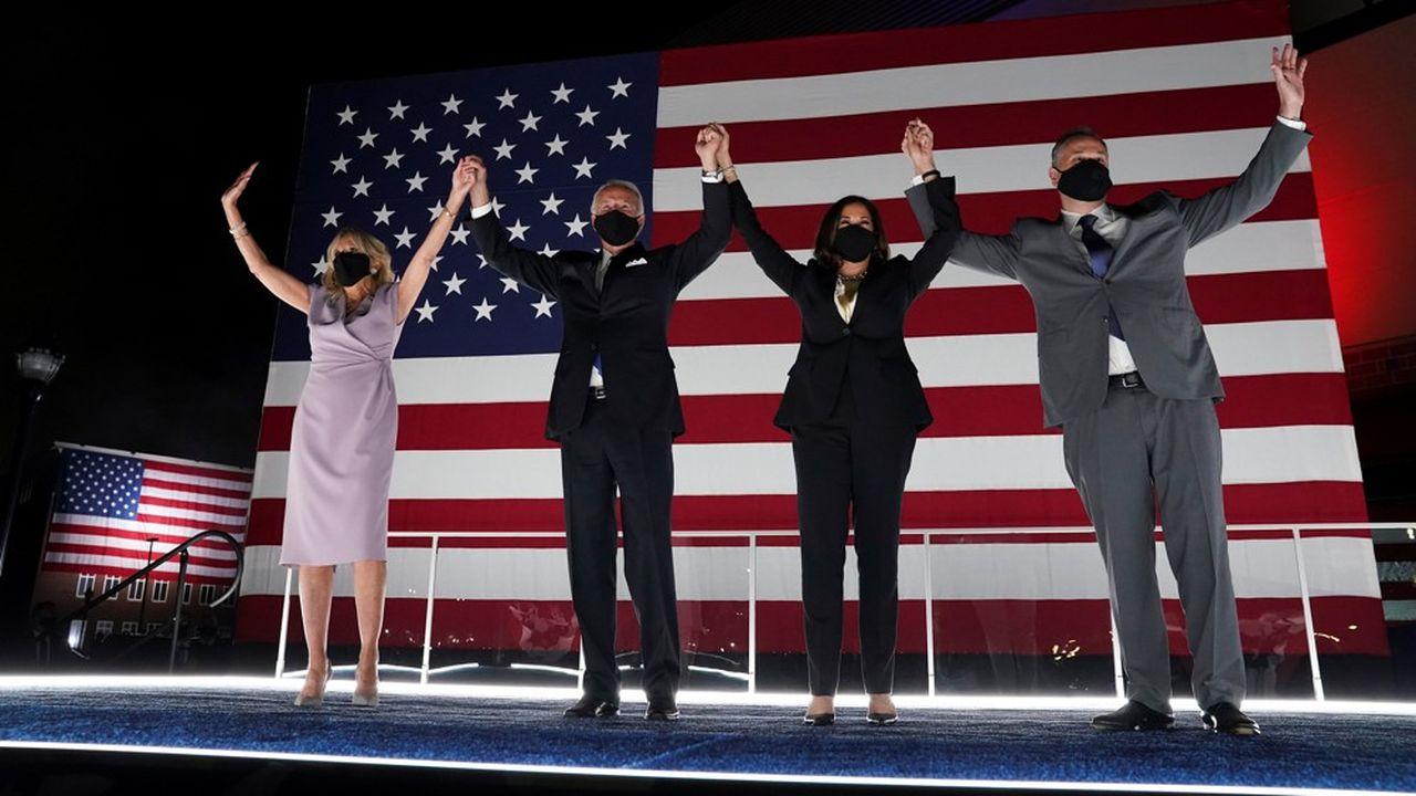 Après une convention organisée en ligne à cause du coronavirus, Joe Biden, Kamala Harris et leur conjoint sont sortis saluer leurs supporters à Wilmington (Delaware).