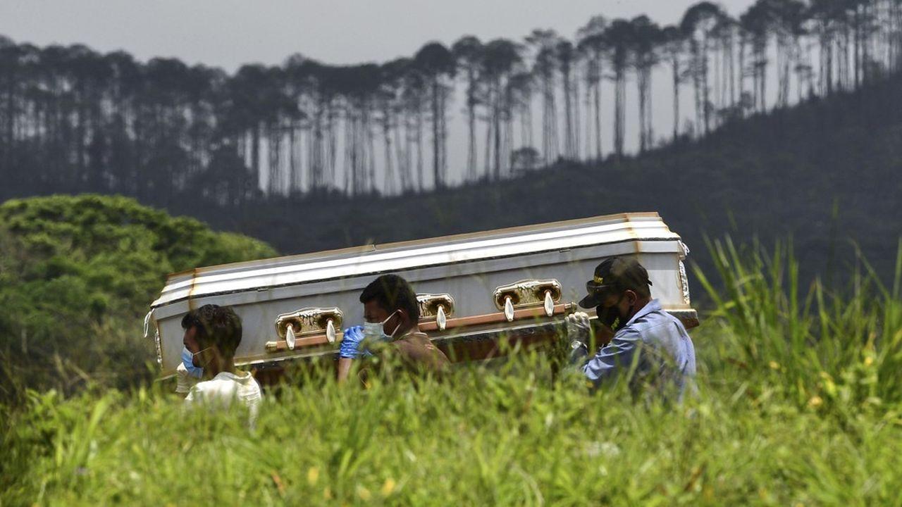 Le nombre de morts dus au Covid-19 a doublé depuis le 6juin et plus de 100.000 nouveaux morts ont été recensés en 17 jours, depuis le 5août.