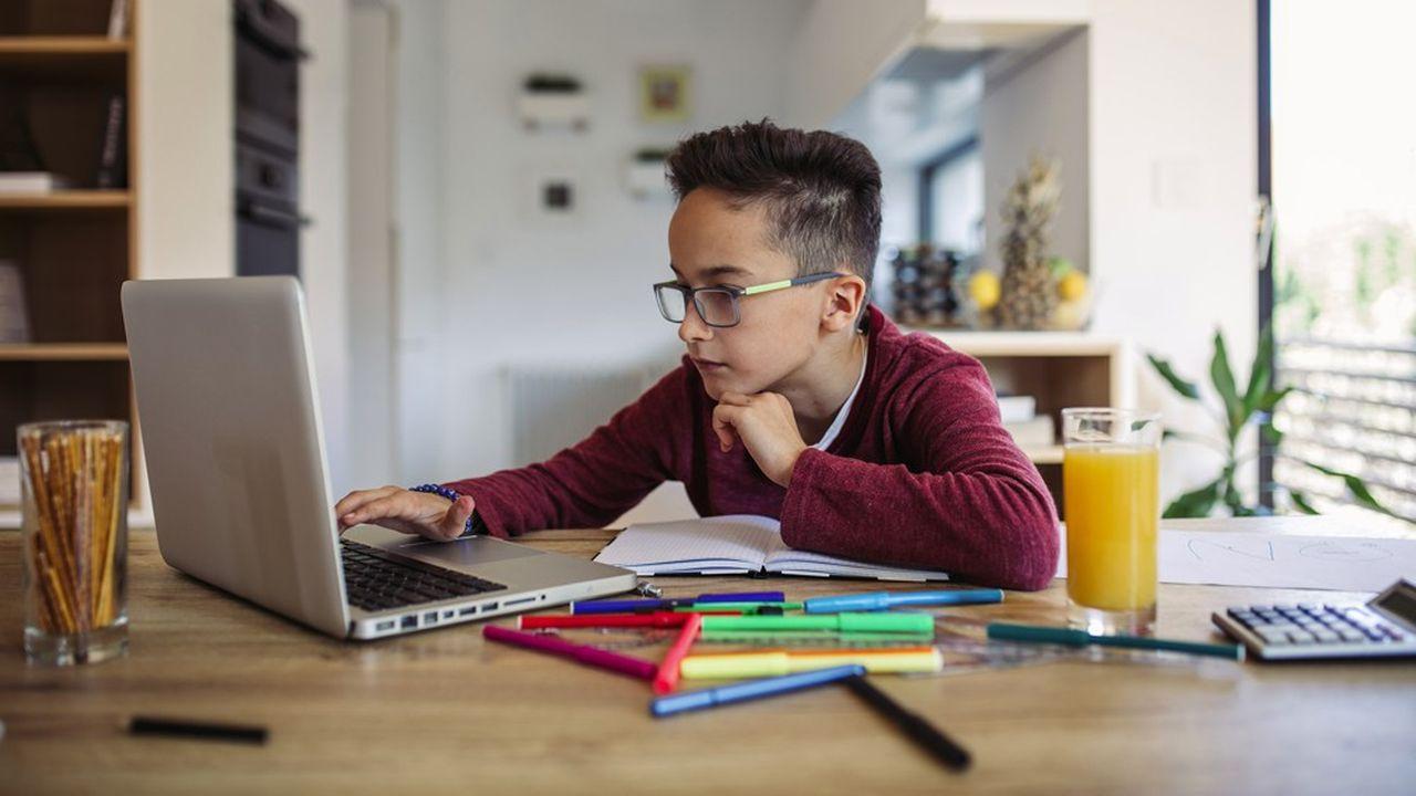 Après s'être équipés pour télétravailler au printemps, les consommateurs achètent désormais des ordinateurs pour leurs enfants dans la perspective d'une nouvelle année d'école à la maison en visioconférence.
