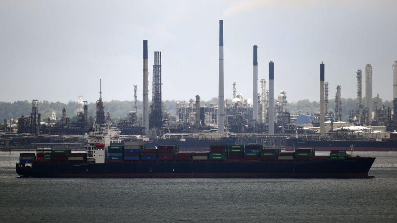 Le port de Singapour, plaque tournante des matières premières dans le monde.