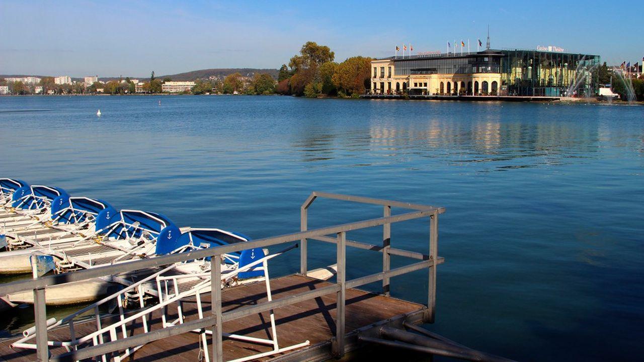 Sans alimentation en eau fraîche, le niveau du lac a baissé de 20cm, tandis que la température a atteint au moins 28,5 degrés.