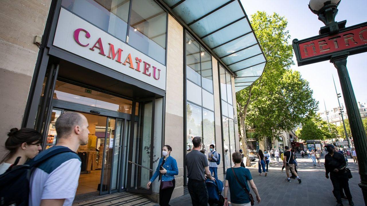 Quelque 100millions d'euros vont être injectés afin de relancer l'enseigne de prêt-à-porter féminin, qui va implanter des corners dans les 22 Galeries Lafayette repris par la FIB avant de définir un nouveau concept de magasin.