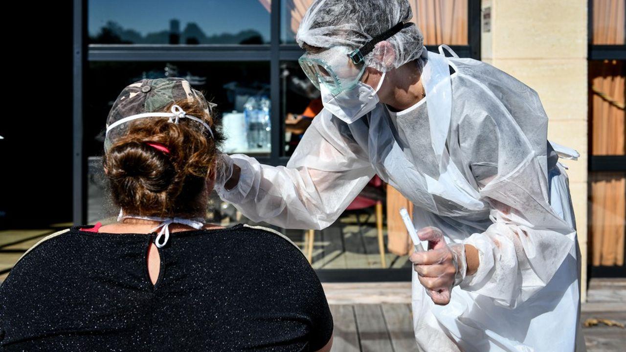 Santé publique France a fait état mardi de 3.304 nouvelles contaminations dues au coronavirus en 24heures, soit 1.349 de plus que la veille.