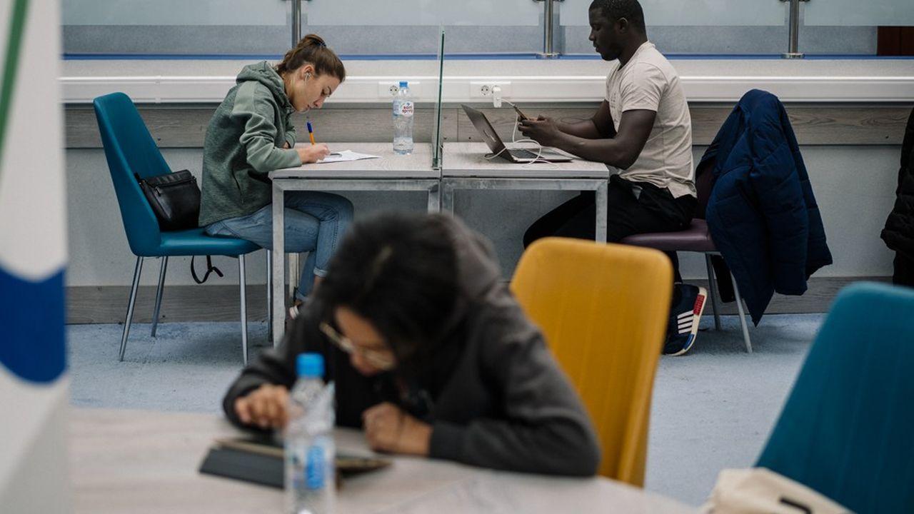 Le coût de la rentrée pour les étudiants boursiers baisse de 1,58%, à 1.282,18euros.