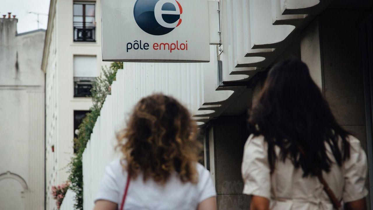 Le chômage, bien qu'en diminution, reste encore à un niveau très élevé.