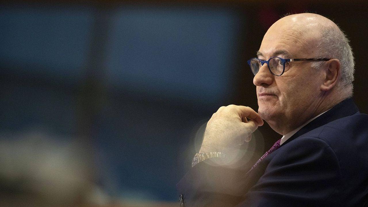Après avoir participé, dans son propre pays, à un dîner de gala, le nouveau négociateur en chef de l'Union européenne Phil Hogan était accusé de ne s'être pas appliqué à lui-même les règles que tous les citoyens sont censés respecter face au coronavirus.