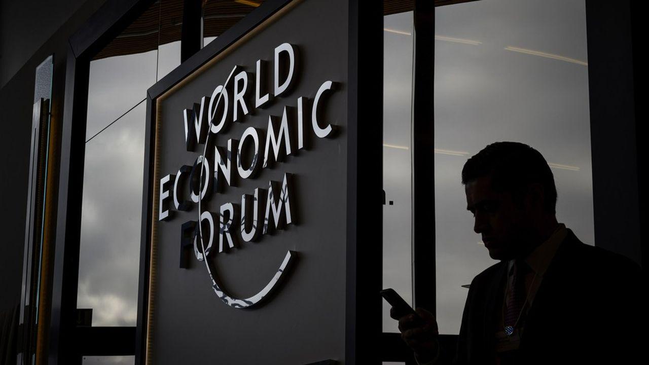 La dernière édition du Forum de Davos a attiré 3.000 participants de 90 pays différents, et, parmi eux, des dirigeants politiques tels le président américain, Donald Trump, ou la chancelière allemande, Angela Merkel.