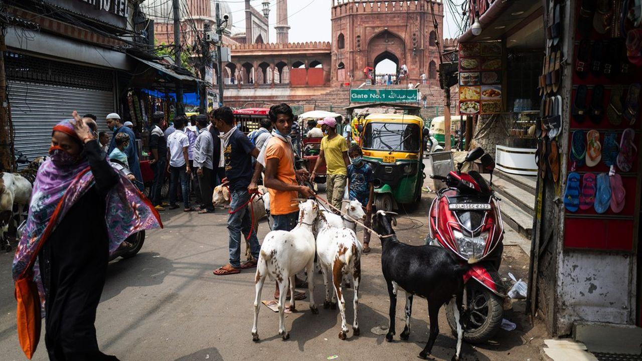 Avec le Covid-19, petits commerçants, marchands ambulants et plus largement l'ensemble des travailleurs journaliers ont été privés de leur gagne-pain du jour au lendemain en Inde.