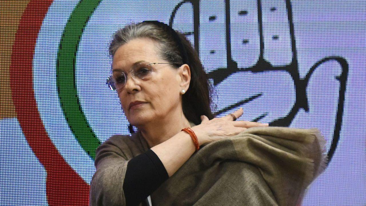 A 73 ans et assurant l'intérim de la présidence du parti du Congrès, Sonia Gandhi est sur la sellette.