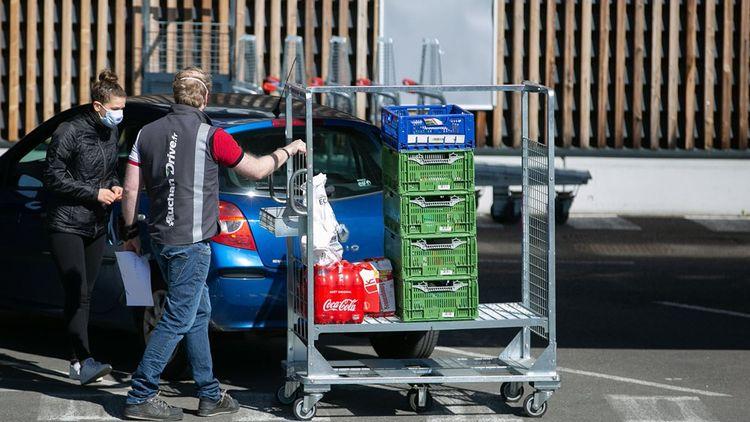 Leclerc Drive, client en auto, récupération de courses, commandes par Internet, camion