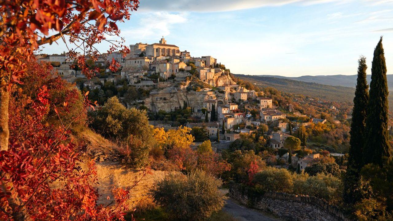 Immobilier: les prix ont atteint des sommets dans le sud de la France. Gordes, Vaucluse, Provence.