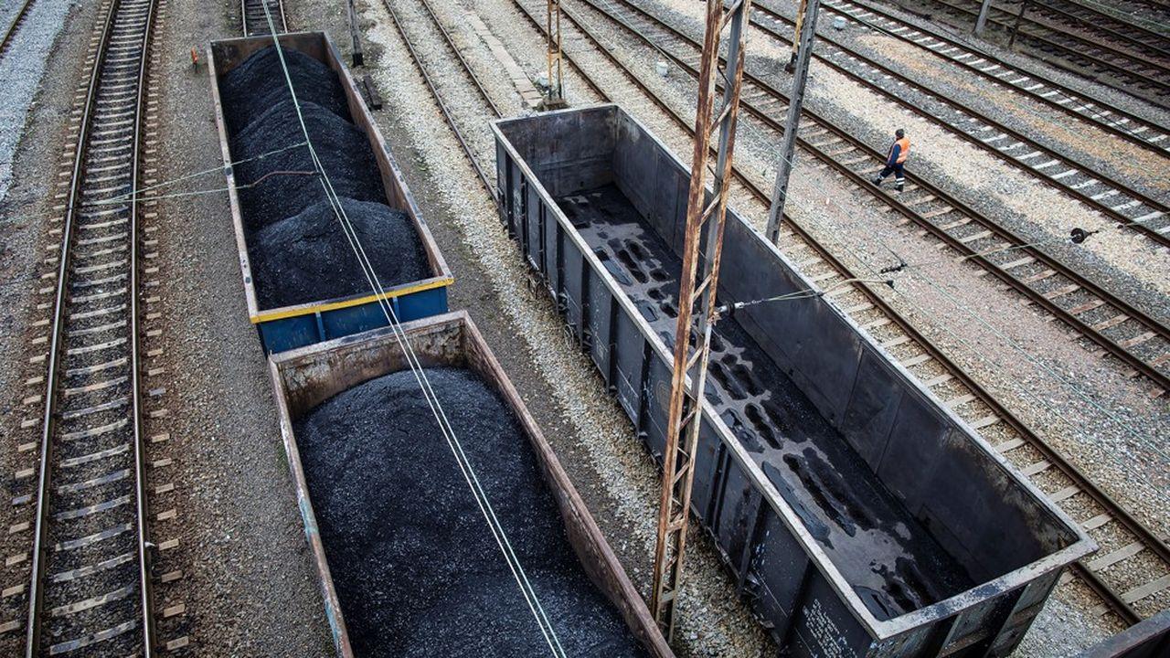 Le gouvernement polonais est engagé dans des négociations difficiles avec les syndicats pour fermer deux mines de charbon qui emploient 7.000 personnes.