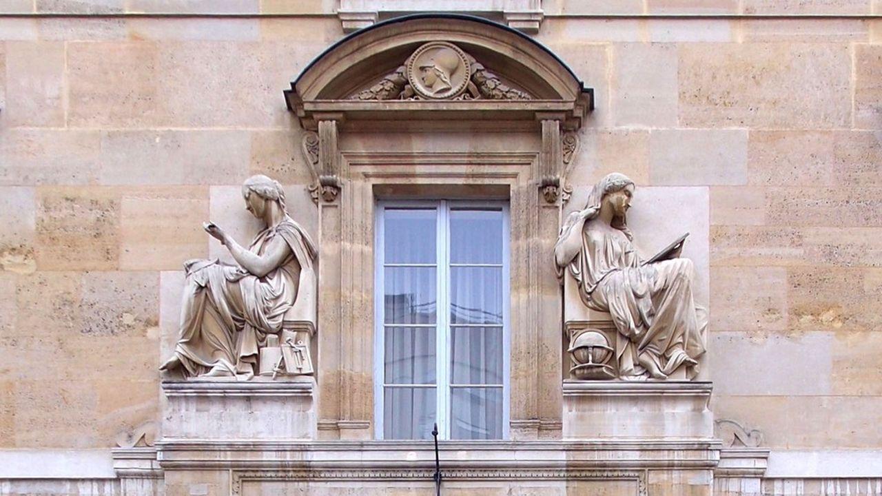 A l'ENS Ulm comme celle de Lyon, les femmes sur-performent en l'absence d'épreuves orales.