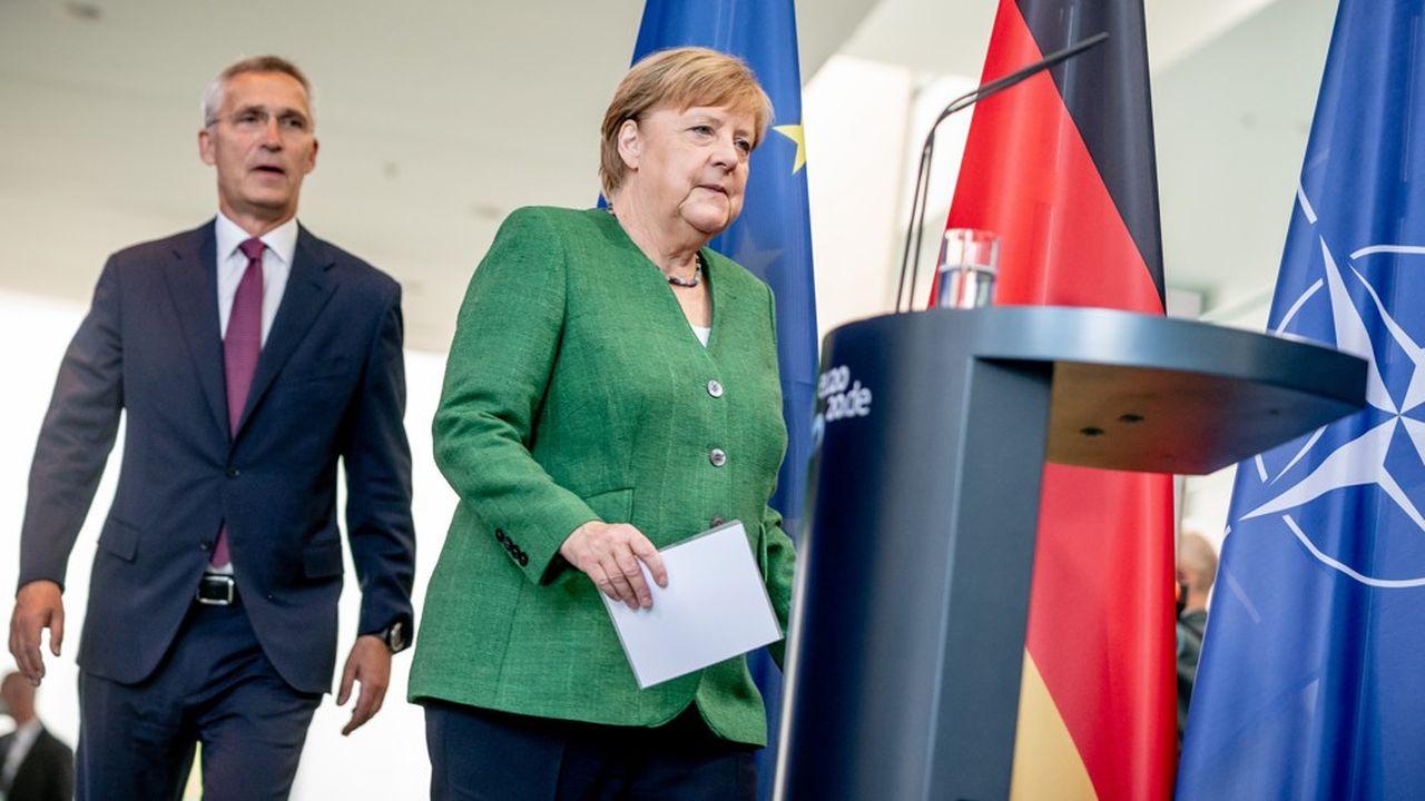 Angela Merkel a reçu jeudi matin le secrétaire général de l'Otan Jens Stoltenberg à Berlin. (Photo by Michael Kappeler/POOL/AFP)