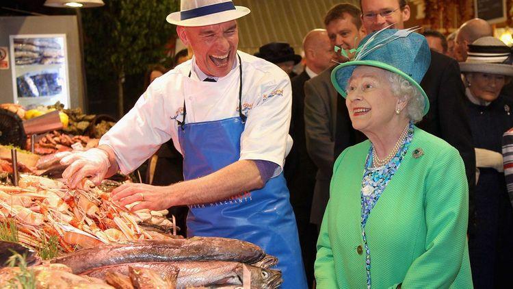 Le 20 mai 2011, la reine visite le marché de Cork.