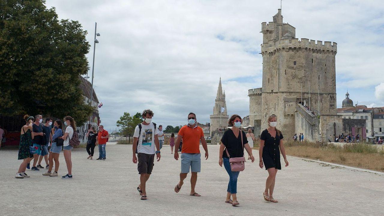 Le port du masque est obligatoire désormais partout dans villes françaises, dont Marseille, ou, ici, LaRochelle.
