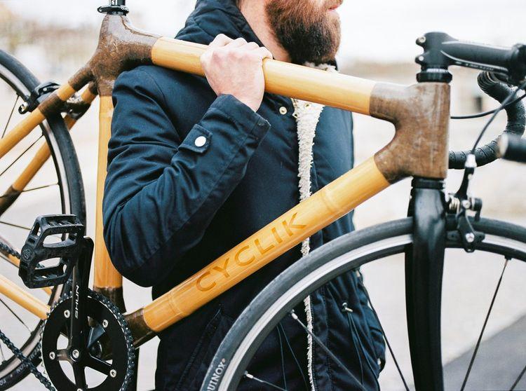 Cyclik est une jeune pousse fondée il y a trois ans par Félix Hebert. Chaque cadre est 100% français, réalisé en bambou et sur mesure. Le prix moyen des vélos est de 4.500euros.