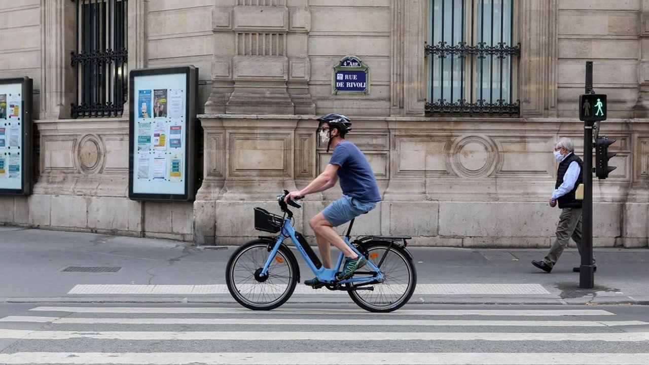 Le port du masque n'est finalement pas obligatoire pour les cyclistes à Paris.