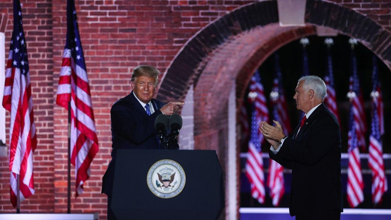 Donald Trump rejoint sur scène Mike Pence qui vient d'accepter le ticket de vice-président pour un nouveau mandat, à Fort McHenry à Baltimore.