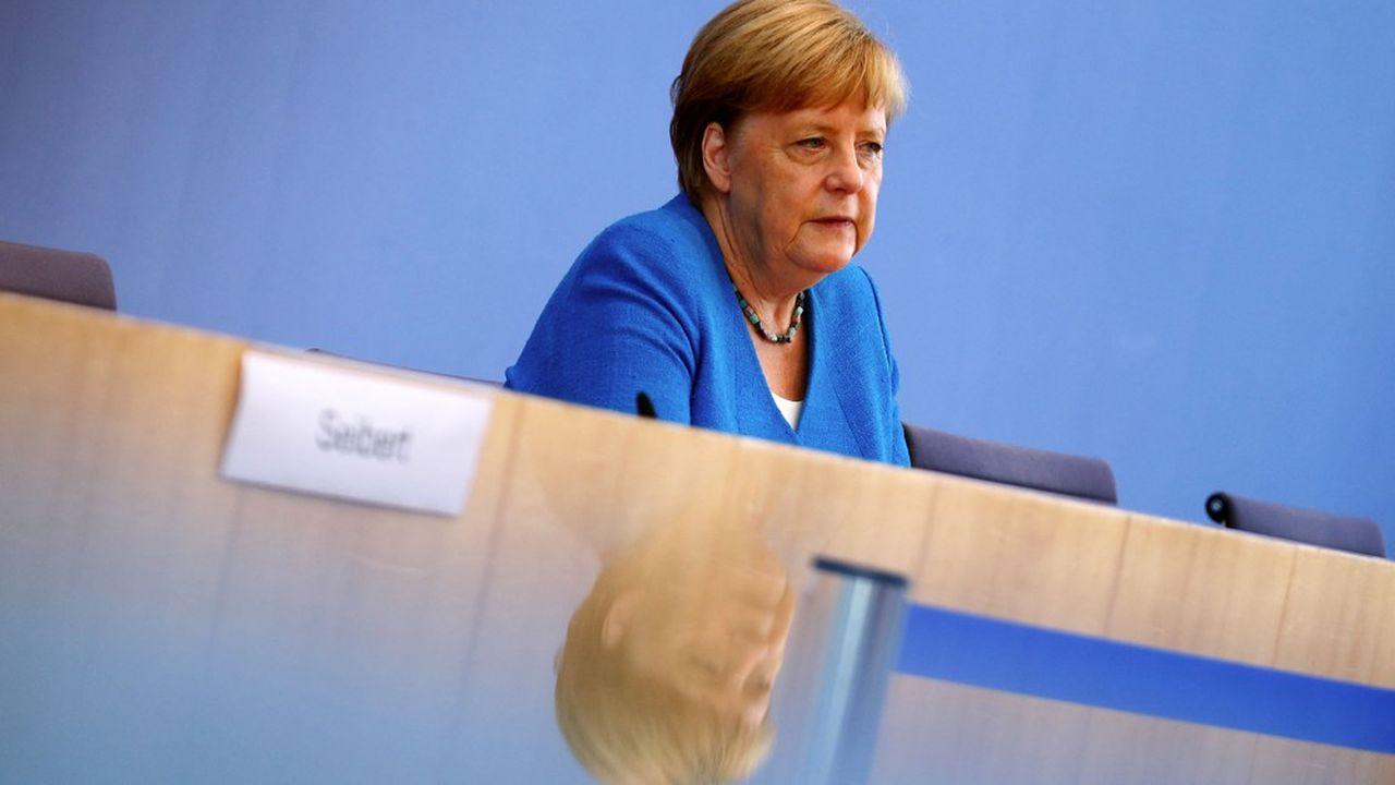 Avec l'approche de l'automne moins propice aux échanges en plein air, «nous devons nous attendre à ce que beaucoup de choses deviennent encore plus difficiles dans les prochains mois», a prévenu Angela Merkel vendredi devant la presse.