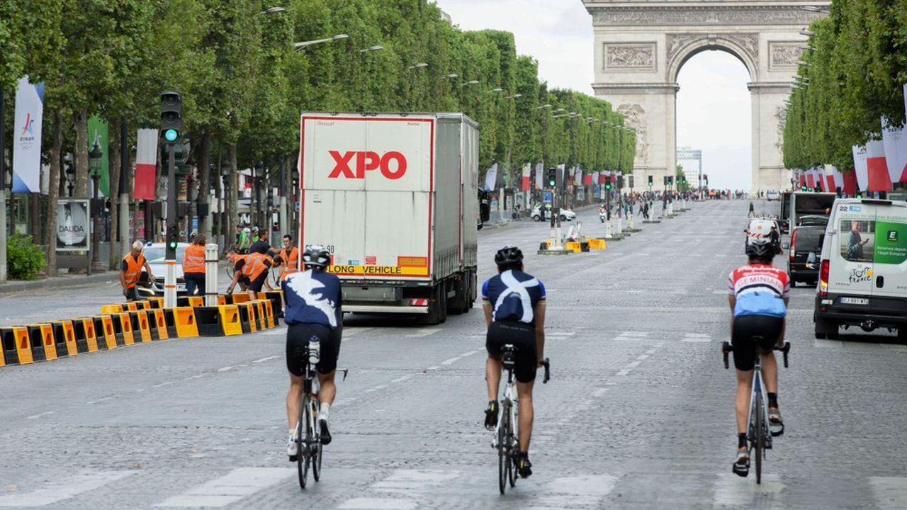 Avant l'arrivée du Tour de France à Paris, le 20septembre, les camions de XPO Logistics auront préparé le circuit final des Champs-Elysées.