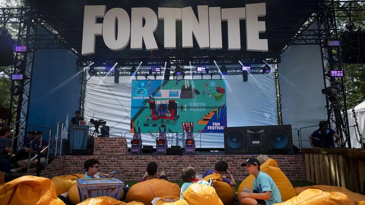 Epic Games se retrouve en guerre avec Apple autour des commissions générées par le succès de son jeu vidéo Fortnite.