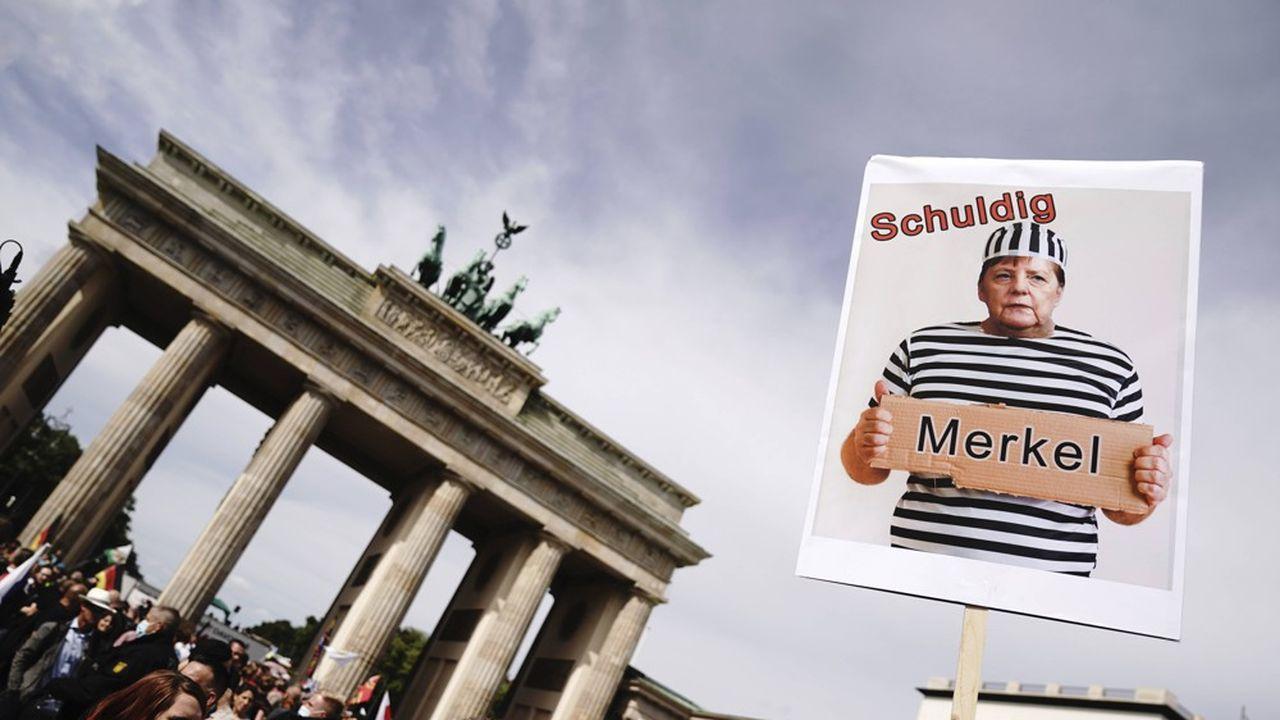 Environ 38.000 personnes se sont rassemblées ce samedi à Berlin pour protester contre le port du masque.