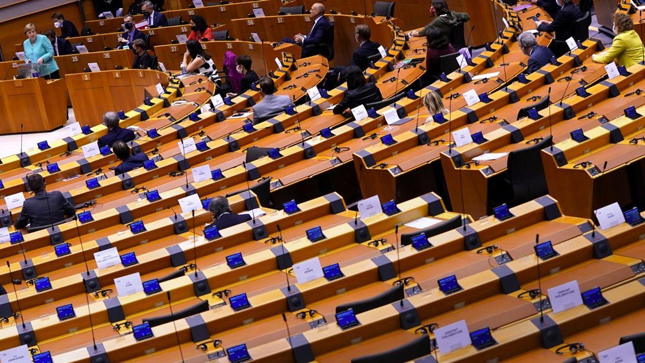 Les députés de la commission des finances du Bundestag auditionnent lundi et mardi une ribambelle de responsables des autorités de surveillance mais aussi des collaborateurs de la chancelière et sa ministre de la justice.