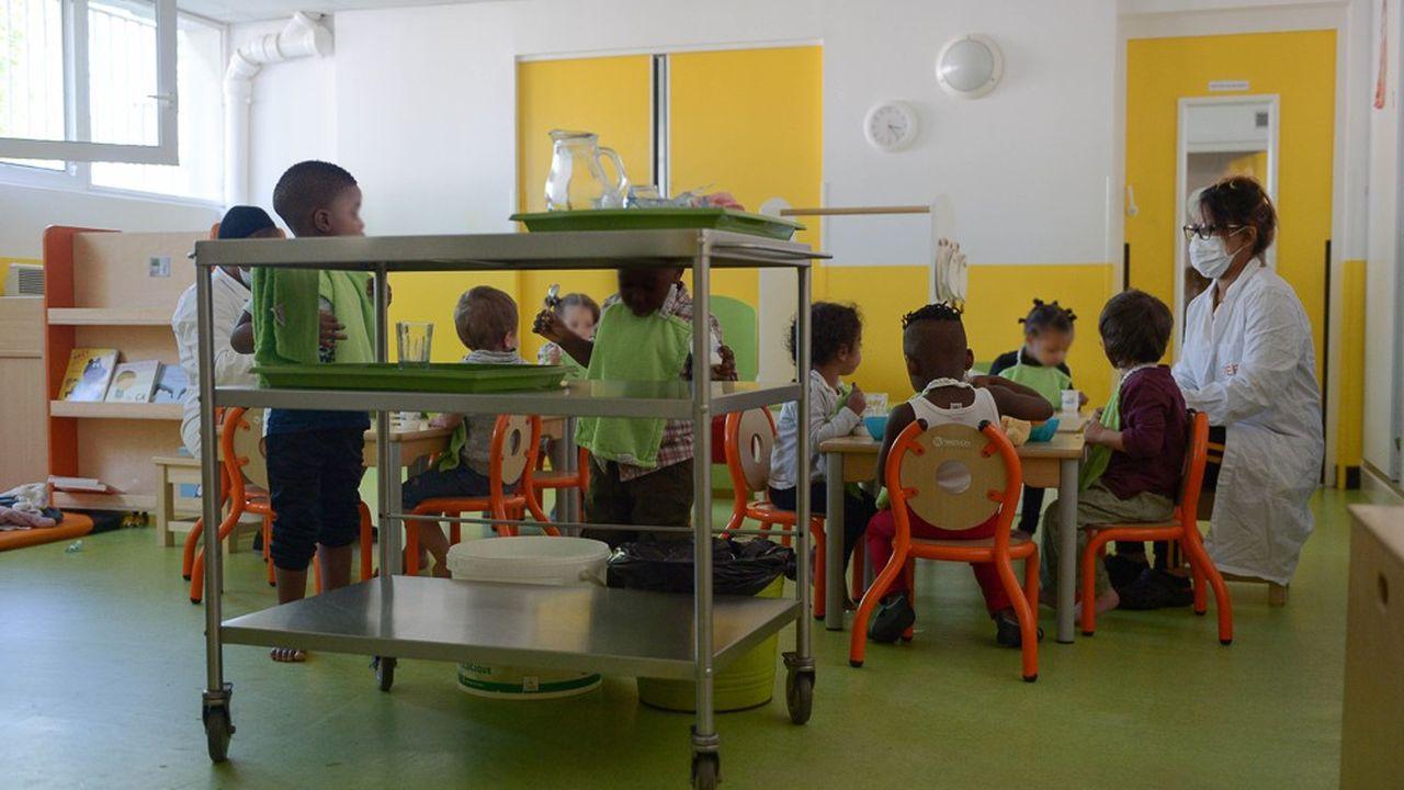 Les règles seront différentes de celles de l'école maternelle, où le port du masque s'impose aux enseignants et aux agents des collectivités.