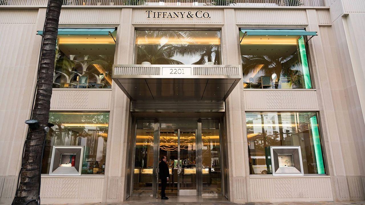 Le joaillier Tiffany a fait état d'une baisse de 29% de ses ventes, à 747,1millions de dollars (633,19millions d'euros) au deuxième trimestre (clos fin juillet), après une chute de 44% au premier, en plein coeur de la pandémie, avec des pertes à la clé.
