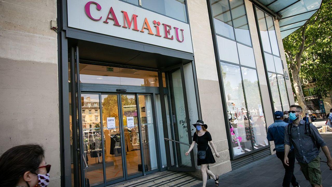 Placé en redressement judiciaire en mai dernier, l'enseigne Camaïeu sera rachetée par le fonds d'investissement de Michel Ohayon, a décidé le tribunal de commerce de Lille. L'homme d'affaires reprend 80% des effectifs, soit 2.659emplois et 511 boutiques sur 634.